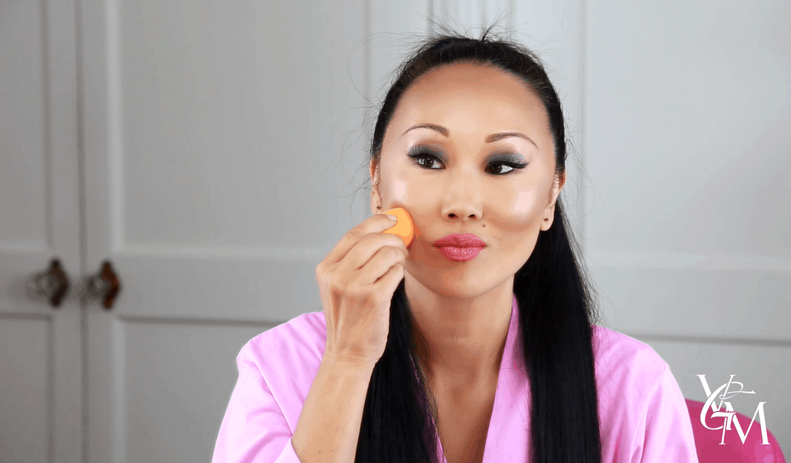 How to Lightly Contour Your Face to Give It Definition