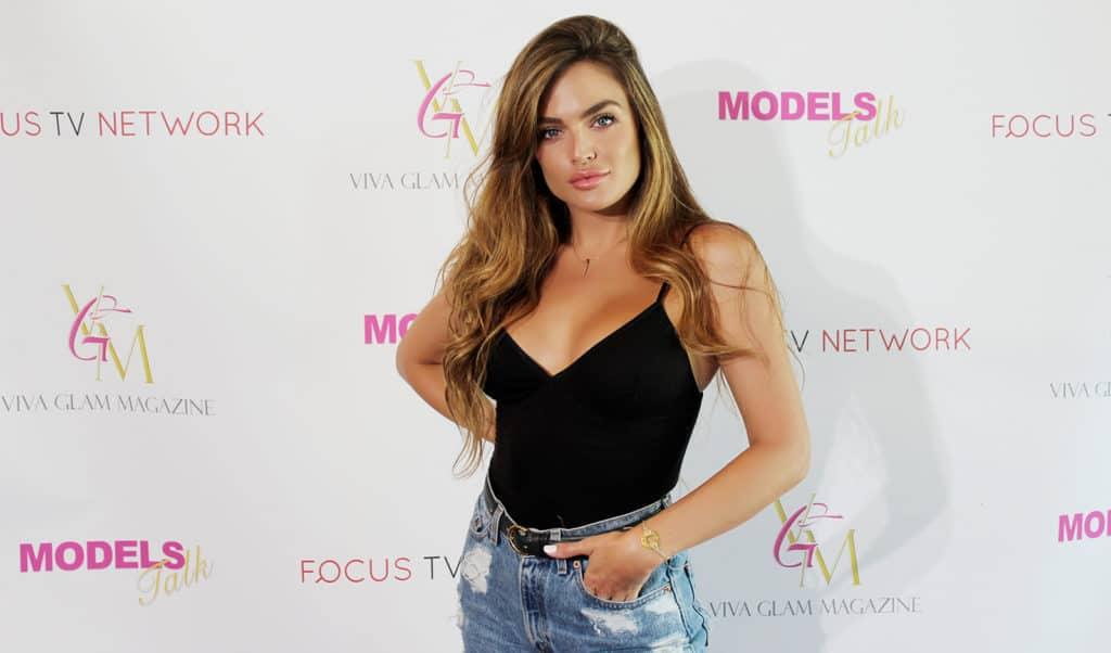 kelsey-lav-model-talk-singer