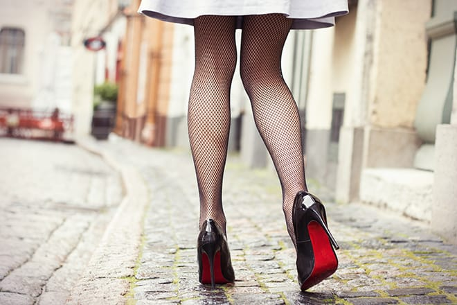 how-to-fashionably-combine-tights-with-dresses-and-skirts-fishnets