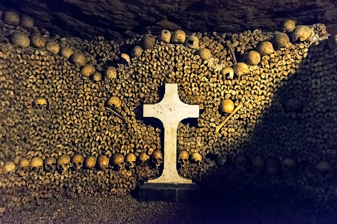 trip-to-europe-places-to-go-you-wont-see-on-instagram-catacombs-of-paris