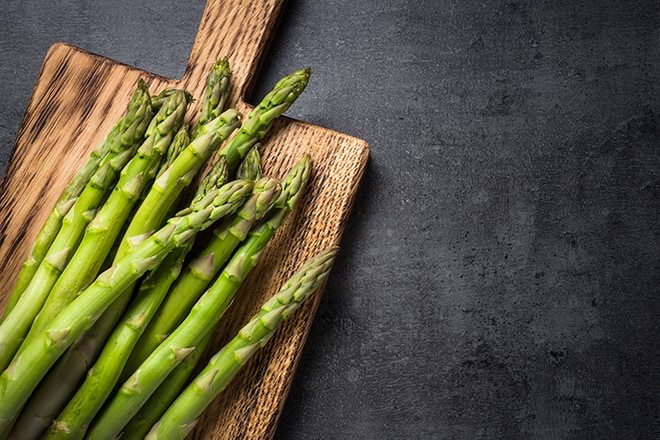 Antioxidant-Foods-You-Should-Include-in-Your-Diet-to-Stay-Healthy-Young-asparagus