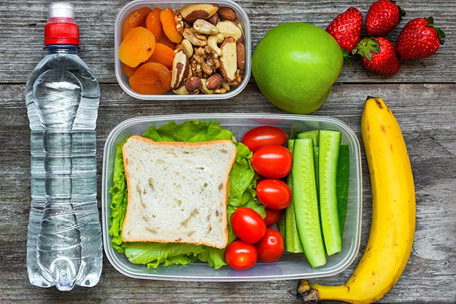 5-Ways-to-Make-Smart-Food-Choices-When-Traveling-container-of-packed-healthy-food