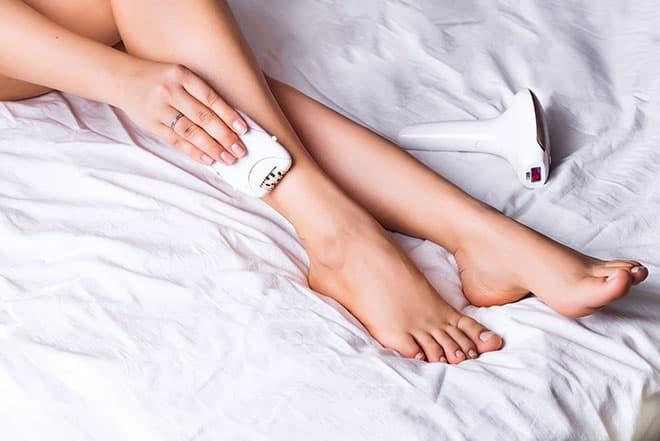How-to-Ease-the-Pain-of-Epilating-painless-epilating-woman-using-an-epilator-2