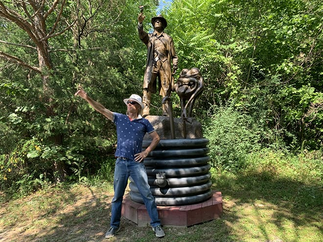 Mark-Cline's-Dinosaur-Kingdom-II-Combines-Civil-War-Soldiers-with-Dinosaurs-mark-cline-with-his-statue