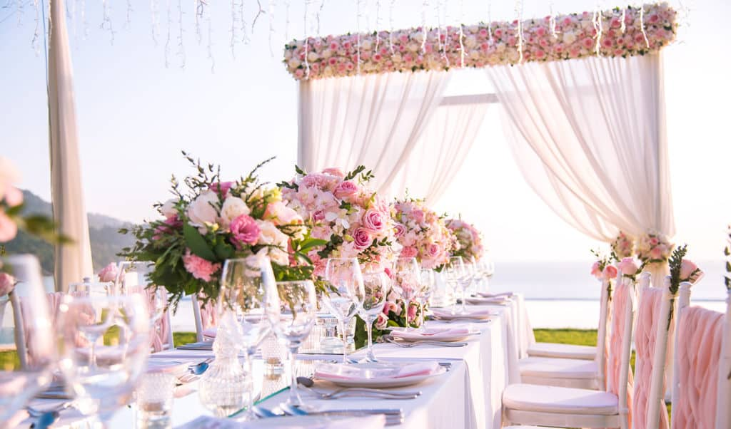 Tips-to-Help-You-Choose-the-Best-Wedding-Location-main-image