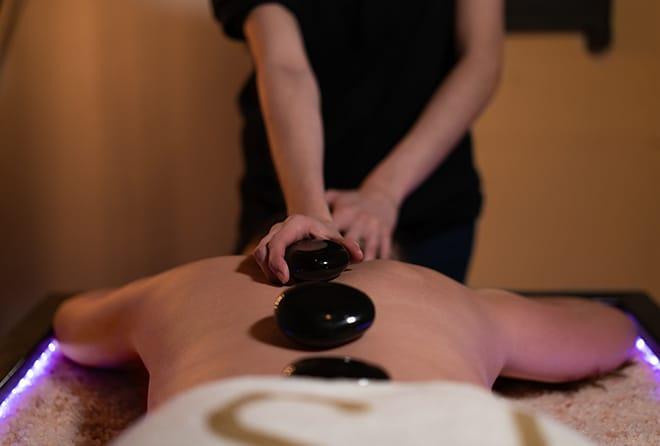 desuar-luxury-spa-massage-on-salt-bed-2