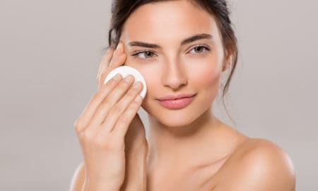 how-to-get-rid-of-blackheads-home-remedies-main-image-girl-cleaning-face