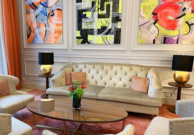 where-to-stay-in-bonn-steigenberger-grandhotel-petersberg-lobby-artwork-viva-glam-malorie-mackey